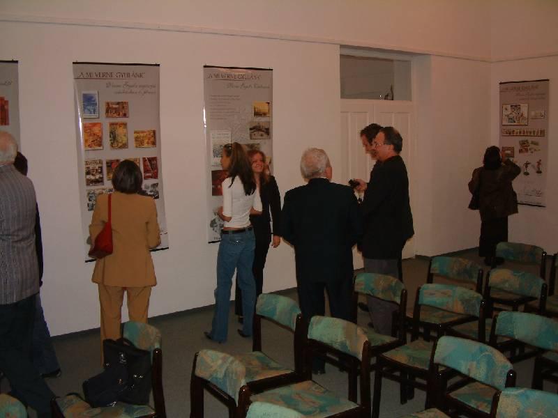 Verne Gyula molino-kiállítás látogatói