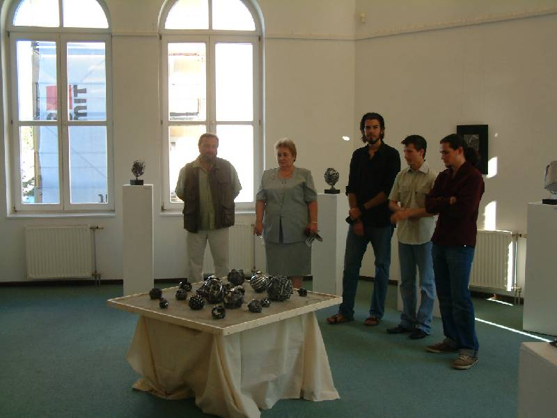 A szobrászokat Bertalanné Kovács Piroska köszöntötte