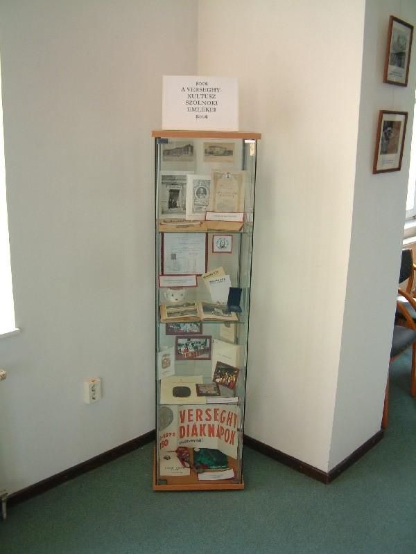 Egy vitrin a Verseghy Kiállításról
