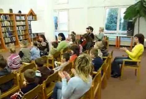 Bábelőadás közönsége