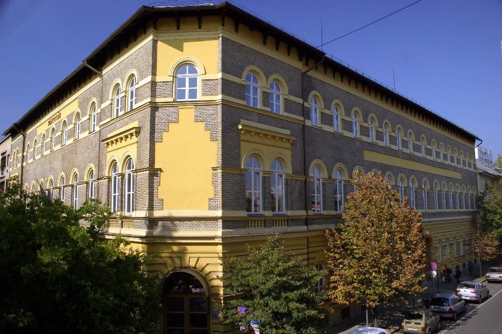 Bélyegkép a könyvtár épületéről. Külső felvétel