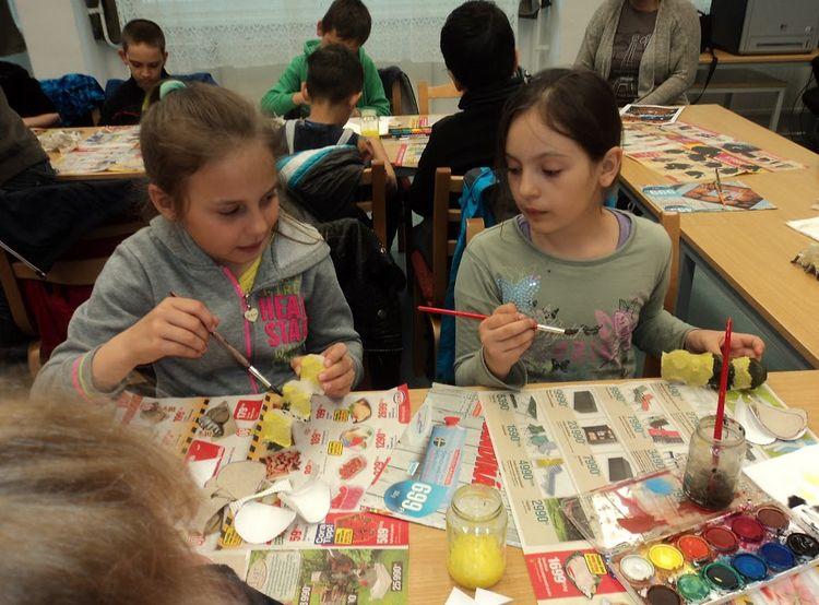 Festegető gyerekek