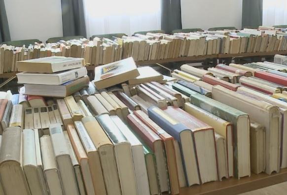 Könyvárusítás a Verseghy Könyvtárban